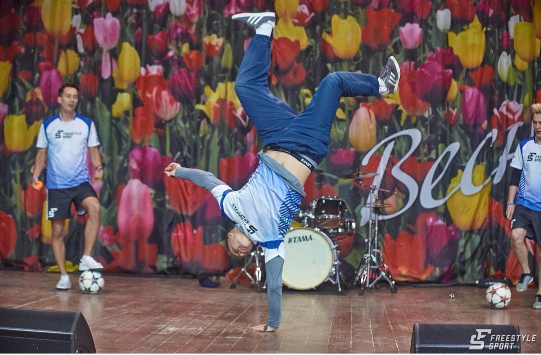 Спортивно-танцевальное шоу в Бабушкинском парке